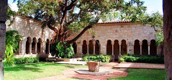 Старый испанский монастырь