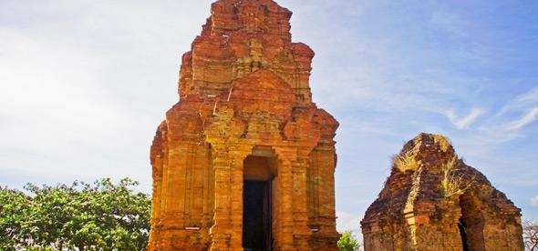 Чамские башни в Муйне
