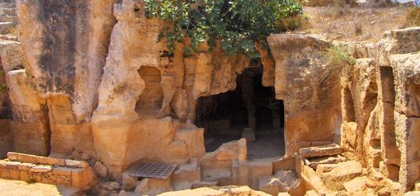 Скальные гробницы Макронисос