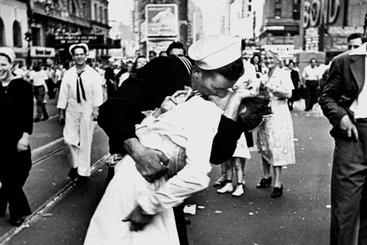 Kiss in Times Square
