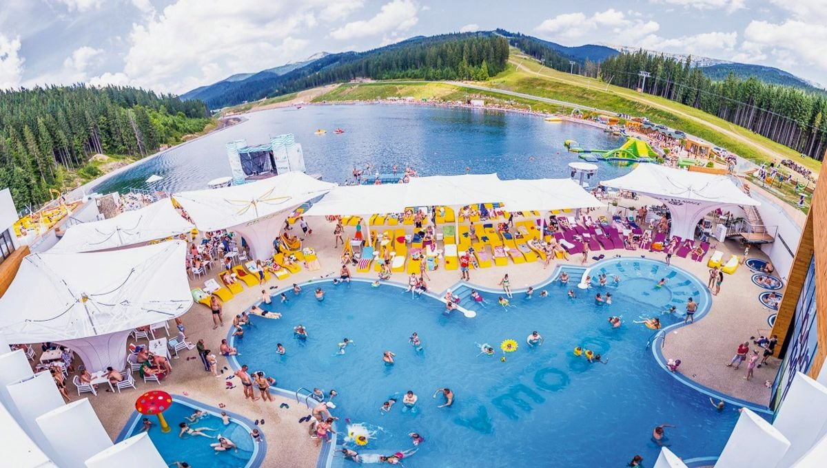 Вода клуб летом